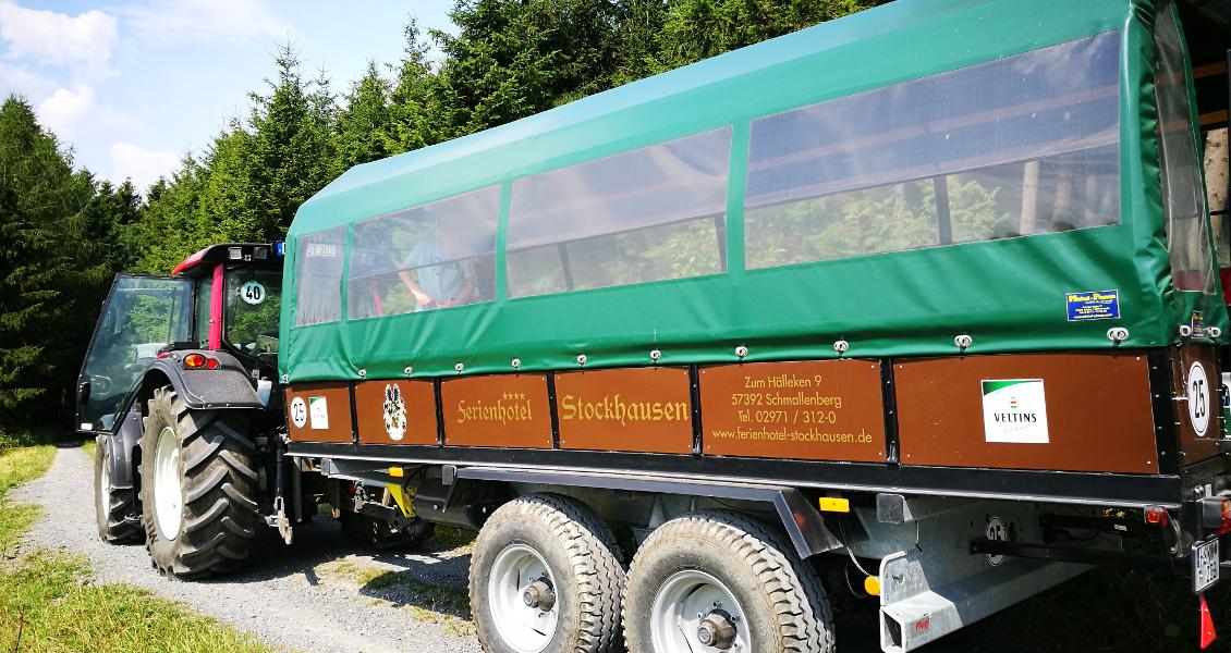 Fröhliche Planwagenfahrt in Sellinghausen